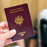 Passeport biométrique pour voyager avec l'esta